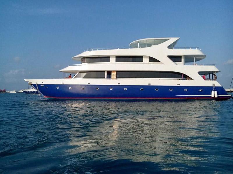 Barco Dhinasha. Estancia en Pensión completa durante la estancia en Maldivas