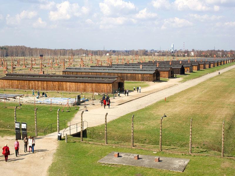 Visitando los Barracones de Auschwitz