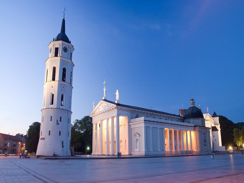 visitando Lituania en grupo singles