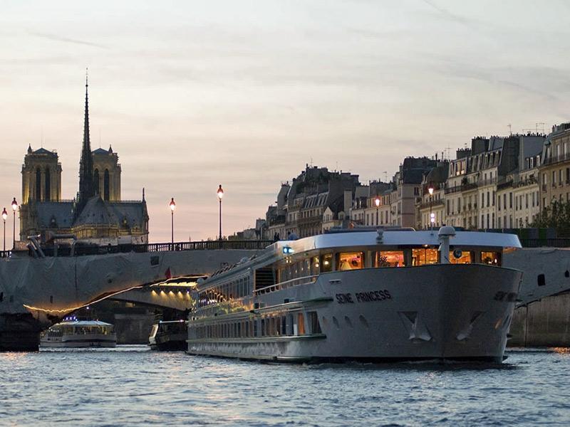 Visitando Paris Por el Sena