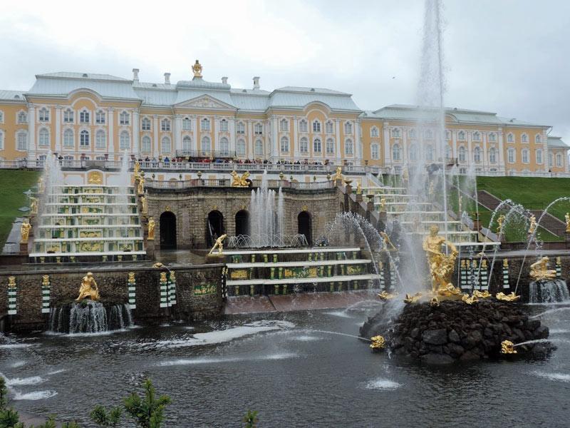 Visita del Palacio de Peterhof situado a 30 km de San Petersburgo