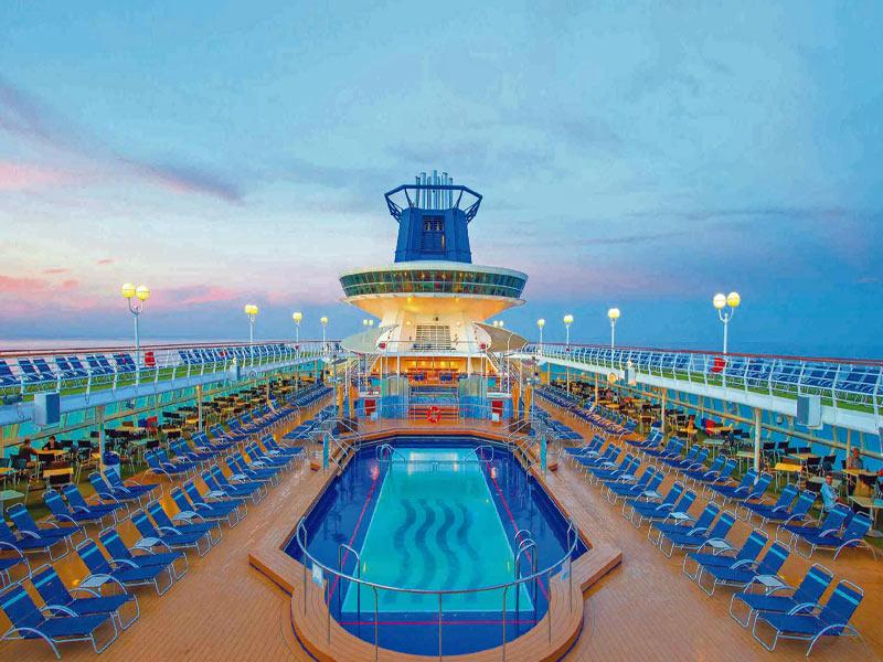Crucero Sovereign piscina