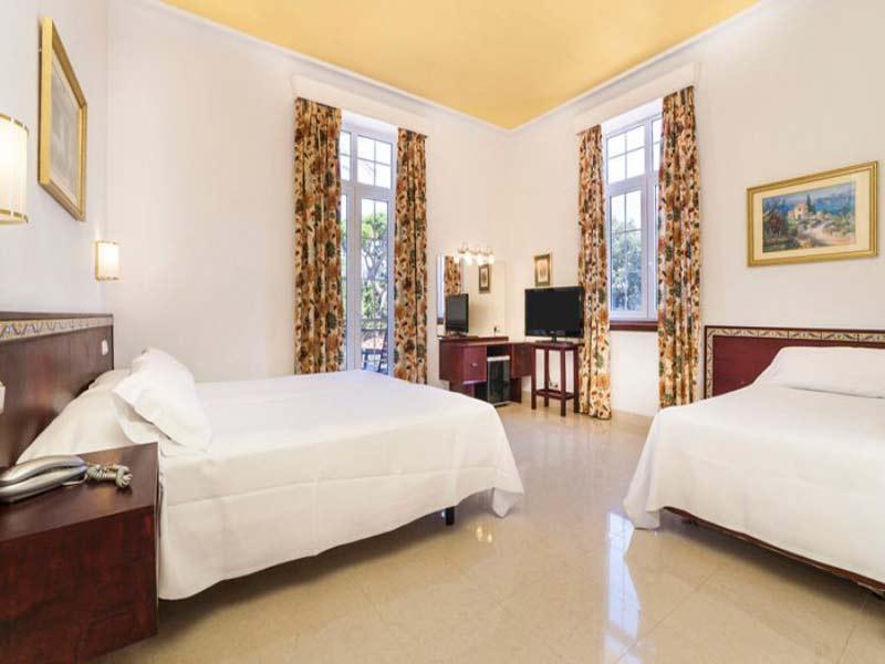 Habitación hotel grupo de solteros Cádiz